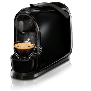 HN+ a noviny + kávovar Tchibo Cafissimo Pure Black